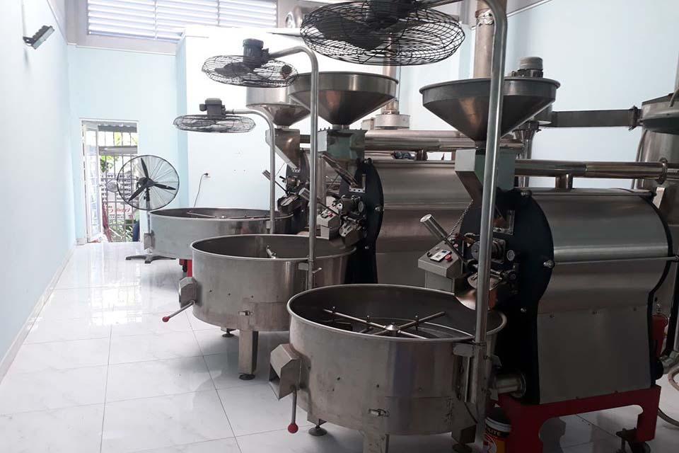 các máy rang dùng để rang gai công cà phê tại CƠ sở. có đủ các loại kích cỡ. 10kg, 30kg, 60kg